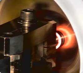 動画でみる「摩擦圧接の接合」と「高性能クランプ装置」